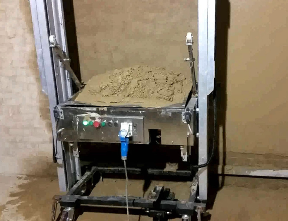 How to clean and maintain wall plastering machine